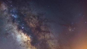 centro galáctico da Via Láctea com muitas cores em um céu estrelado no espaço profundo