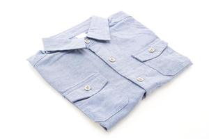 camisa em fundo branco
