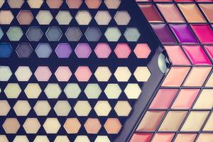 cosméticos lindos para sombra e brilho labial foto