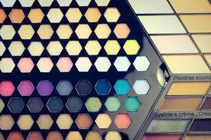 cosméticos lindos para sombra e brilho labial