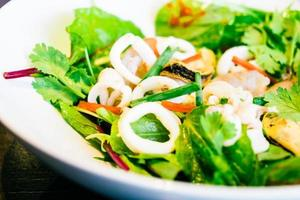 salada de frutos do mar picante foto