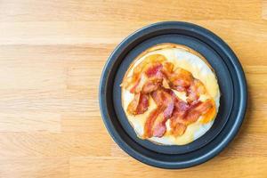 ovos e waffles de bacon foto
