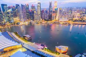 horizonte de Singapura ao pôr do sol