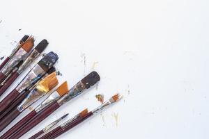 composição de ferramentas de papelaria bagunçado desenho de fundo foto