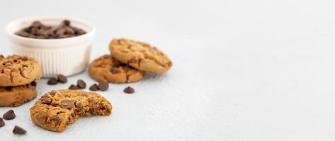 vista frontal de biscoitos com espaço de cópia foto