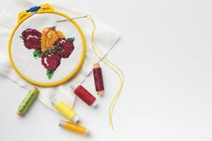 desenho de frutas costuradas com linhas de costura e espaço de cópia foto