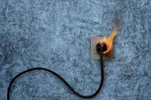 fogo elétrico no plugue da parede