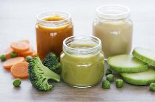 variedade de sucos vegetarianos foto