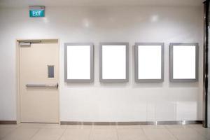 outdoors em branco de mídia digital no shopping, letreiro para design de anúncio de produto