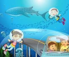 menino e menina mergulhando sob o oceano foto