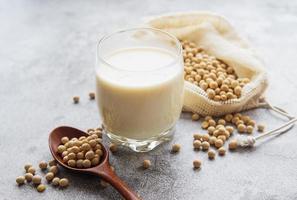 soja com leite de soja em um copo foto