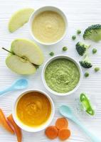 purês de vegetais com frutas frescas foto
