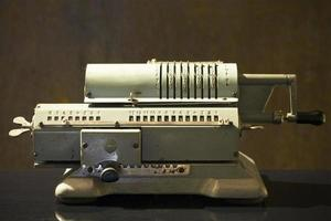 calculadora mecânica soviética vintage foto