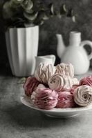 pastelaria doce em forma de rosa foto