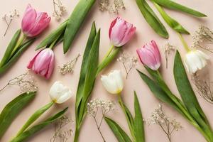 vista de cima flores na mesa foto