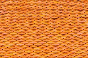 telhado de um templo em estilo tailandês foto
