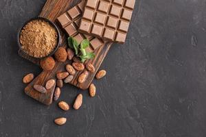 barra de chocolate com espaço de cópia foto
