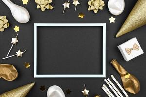 enfeites de aniversário elegantes emoldurados planos foto