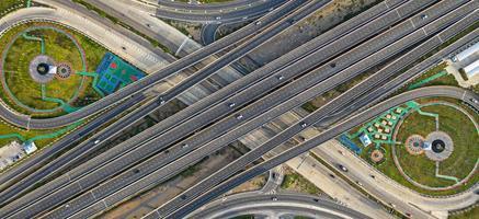 vista aérea superior da rodovia foto