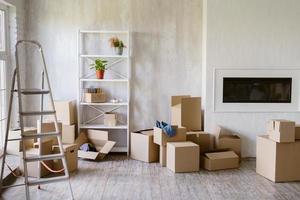 mover caixas na nova casa foto