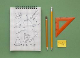 composição do dever de casa de matemática foto