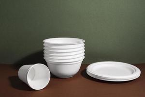utensílios de mesa descartáveis foto