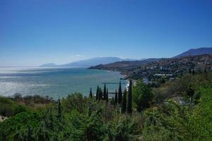 vista do mar com vista para a costa da Crimeia. foto
