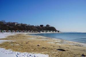 paisagem marinha com vista para a praia da baía foto