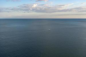 fundo natural com vista para o mar. foto