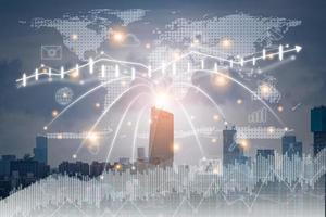 cidade inteligente e conceito de tecnologia de rede de comunicação. iot ou internet das coisas. rede de comunicação de informações ict, gráficos modernos de nuvem de mídia foto