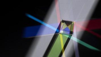 prisma dispersando luzes coloridas foto