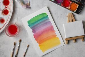 pintura em aquarela com pincéis foto
