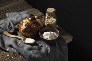 arranjo de pão tradicional de mortos foto