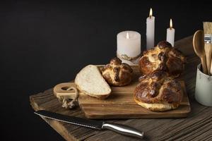 arranjo de delicioso pão de morto foto