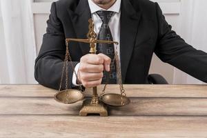 advogado com balanças. conceito de foto bonita de alta qualidade e resolução