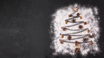 vista superior forma de árvore de Natal com espaço de cópia de farinha. conceito de foto bonita de alta qualidade e resolução