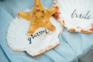 decoração de casamento com estrelas do mar e conchas do mar foto