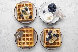 waffles sem açúcar com frutas foto