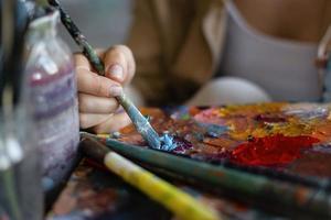 artista fazendo arte foto