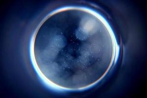 esfera borrada abstrata em fundo preto foto