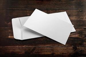 cartão em branco com envelope foto