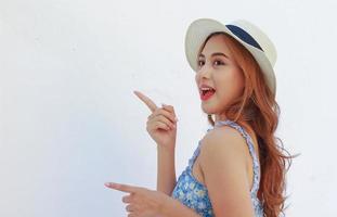 retrato de uma bela jovem asiática com um sorriso limpo e encantador foto