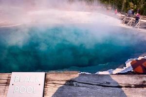 piscina negra no parque nacional de yellowstone. Wyoming. EUA. agosto de 2020 foto