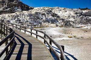 terraço minerva nas fontes termais gigantescas. Parque nacional Yellowstone. Wyoming. EUA. agosto de 2020 foto