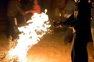 fogueira à noite festa foto