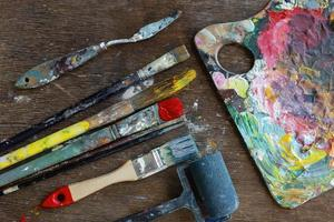 ferramentas de pintura e pincéis foto