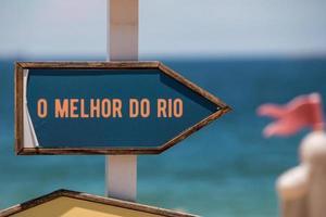 placa de sinalização com a frase best of rio escrita em português no rio de janeiro foto