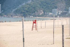 praia vazia de ipanema durante a pandemia de coronavírus no rio de janeiro foto