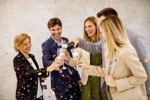 profissionais de negócios comemorando foto