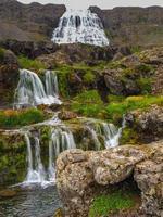 cachoeiras de dynjandifoss nos fiordes ocidentais da islândia foto